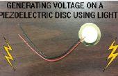 Genereren van spanning op een piëzo-elektrische schijf met behulp van licht