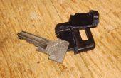 Repareer een gebroken sleutel handvat.