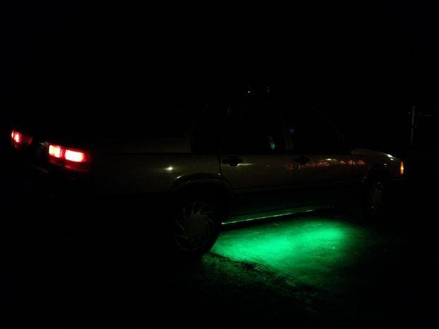 dit project simuleert aangepaste neon verlichting voor de onderkant van uw auto het geeft een helder maar toch subtiel gloed in elke kleur die u