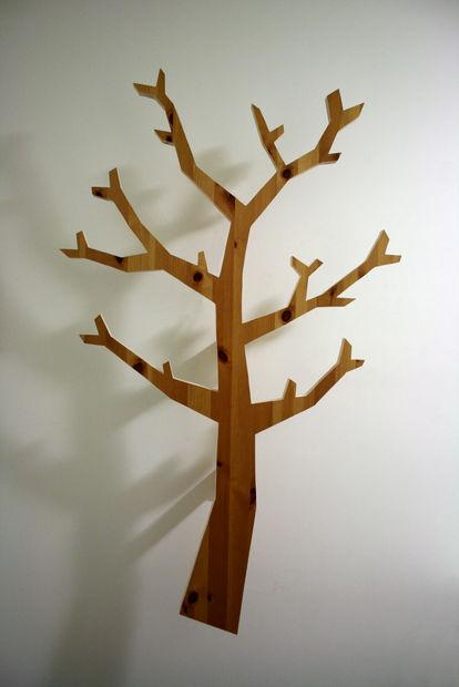 Maken van een chique uitziende boom vormige kapstok uit schroot hout - Een houten boom maken ...