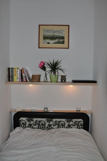 Drijvende plank met verlichting, powesockets en glazen houders ...