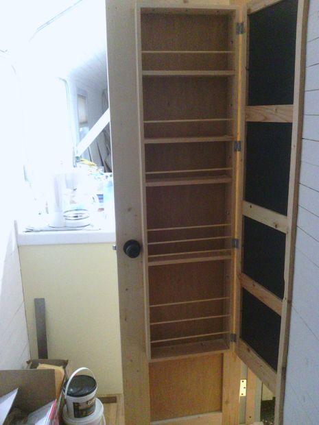 Ruimtebesparende badkamer deur-kast-mirror - cadagile.com