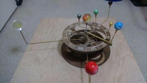 Planetarium A Zonnestelsel Mechanische Model Uit Multiplex